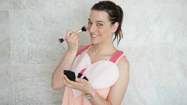 DIY Babero Make Up, protege la ropa del maquillaje