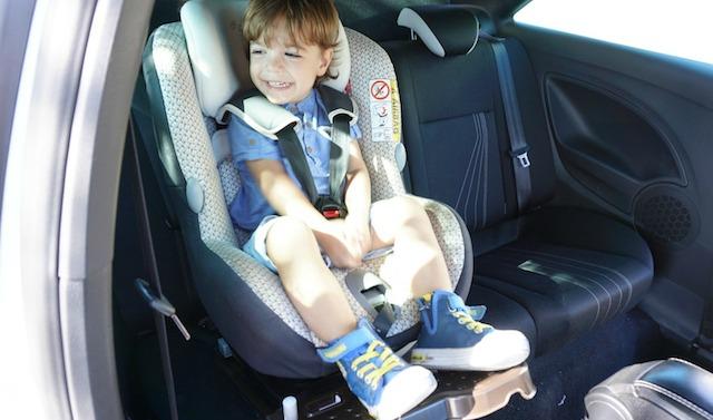 Reposapiés para la silla del coche de  Leo, de Mark Leone Solutions