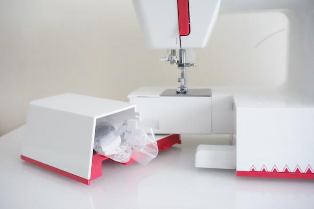 unboxing maquina de coser alfa practik 9 port 06
