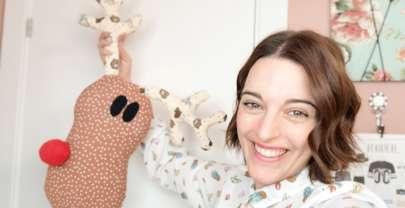 Cómo hacer un cojín de Navidad en forma de reno | DIY Costura